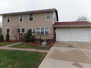 11 Livingston Ave Carpentersville, IL 60110