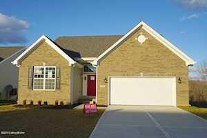 2105 Meadows Edge Ln Louisville, KY 40245