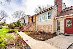 63 75th St Willowbrook, IL 60527