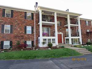 3305 Colonial Manor Cir #5b Louisville, KY 40218
