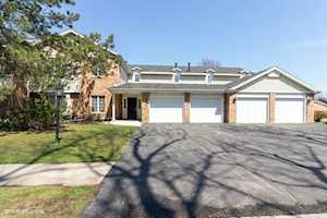 740 Cherrywood Ln #A Willowbrook, IL 60527