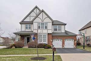 1694 N Woods Way Vernon Hills, IL 60061