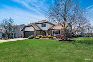 8516 Creekside Ln Darien, IL 60561