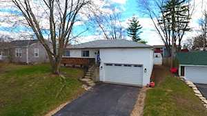 7 Grant Ave Lake In The Hills, IL 60156