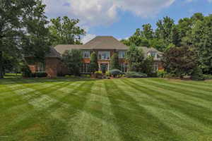 2705 Cave Spring Pl Anchorage, KY 40223
