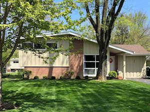 300 Forestway Dr Northbrook, IL 60062