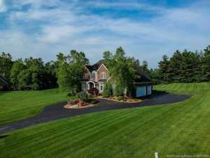 6005 English Court Floyds Knobs, IN 47119