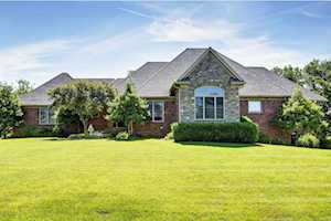 101 Cherry Hills Ln Louisville, KY 40245