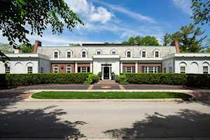 1010 Spring Ln Lake Forest, IL 60045
