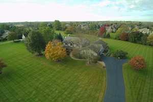 23202 W Lochanora Dr Hawthorn Woods, IL 60047