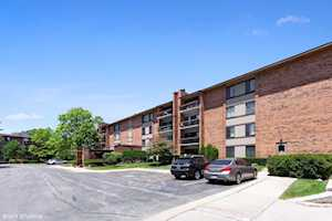 201 Lake Hinsdale Dr #109 Willowbrook, IL 60527