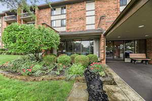 77 Lake Hinsdale Dr #209 Willowbrook, IL 60527