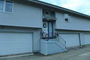 812 Maple Ln Wheeling, IL 60090