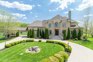 3703 River Farm Cove Prospect, KY 40059