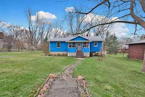 9 Indian Trl Lake In The Hills, IL 60156