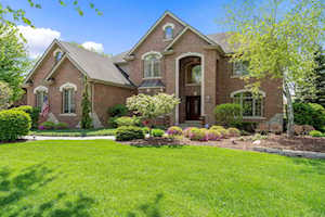 733 Millbrook Dr Downers Grove, IL 60516