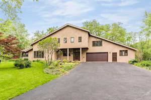 1200 Woodcrest Dr Downers Grove, IL 60516