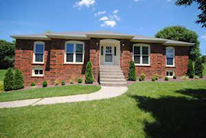 3805 Carriage Hill Dr Crestwood, KY 40014