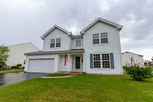5687 Mckenzie Dr Lake In The Hills, IL 60156