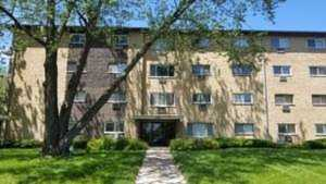 919 N Boxwood Dr #303 Mount Prospect, IL 60056