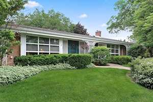 606 Carriage Hill Dr Glenview, IL 60025