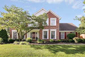 9806 Winged Foot Dr Louisville, KY 40223