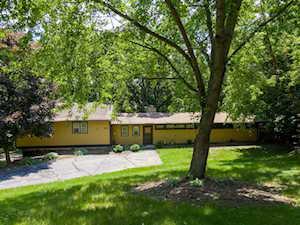 151 Castlewood Dr Carpentersville, IL 60110