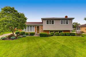 1716 W Robbie Ln Mount Prospect, IL 60056