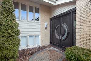 109 Briarwood Ln Oak Brook, IL 60523