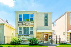 5731 W Giddings St Chicago, IL 60630