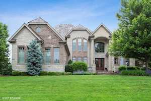 8301 Fars Cove Burr Ridge, IL 60527