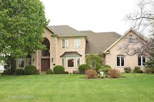 21 Wedgewood Dr Hawthorn Woods, IL 60047