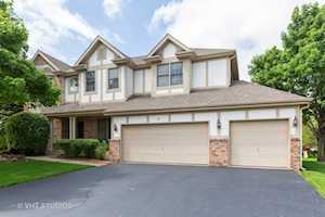 5 Sherwood Ct Lake In The Hills, IL 60156