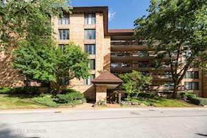 1671 Mission Hills Rd #101 Northbrook, IL 60062
