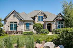106 Boulder Dr Lake In The Hills, IL 60156