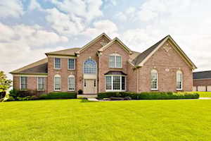 5 Twin Eagles Ct Hawthorn Woods, IL 60047