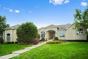 5313 W River Bend Dr Libertyville, IL 60048
