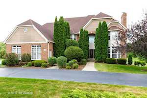 6709 Oakwood Manor Dr Crystal Lake, IL 60012
