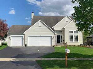 1529 Tanglewood Dr Crystal Lake, IL 60014