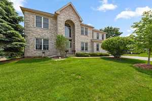 4 Sherwood Ct Lake In The Hills, IL 60156