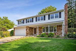 1324 Brookside Ln Downers Grove, IL 60515