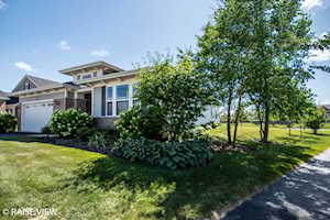 2903 Chevy Chase Ln Naperville, IL 60564