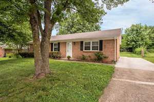 102 Woodlawn Court Nicholasville, KY 40356