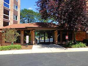 502 W Huntington Commons Rd #142 Mount Prospect, IL 60056