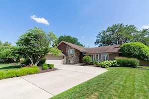 231 Rodgers Ct Willowbrook, IL 60527