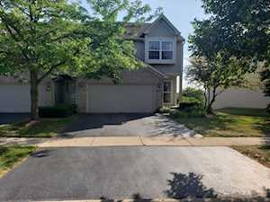 926 Viewpoint Dr Lake In The Hills, IL 60156
