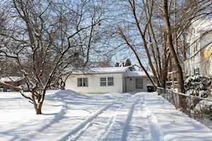 104 Edgewood Ave Crystal Lake, IL 60014