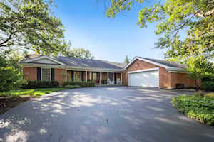 15 Stafford Ln Oak Brook, IL 60523