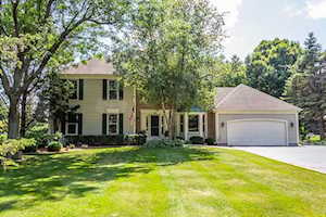 145 Indian Hill Trl Crystal Lake, IL 60012