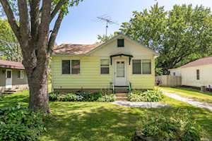 105 Lakewood Ave Crystal Lake, IL 60014